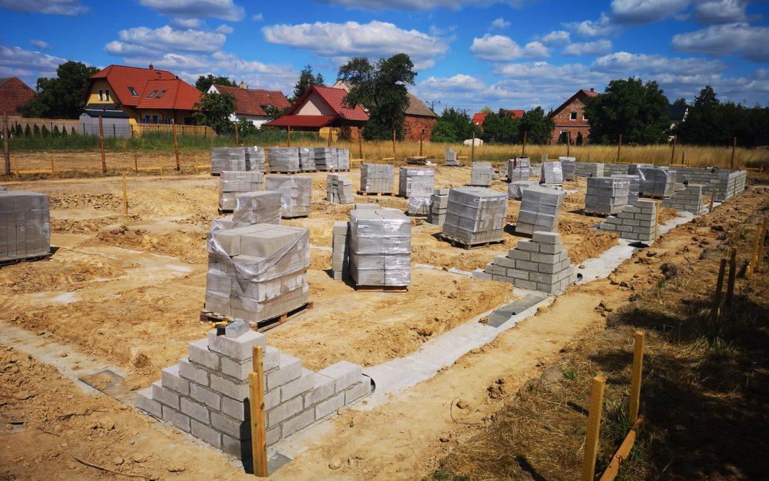 Murowanie ścian fundamentowych.
